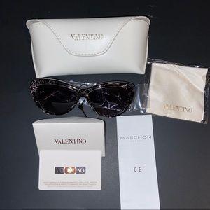 NWT Valentino Sunglass Style 628s
